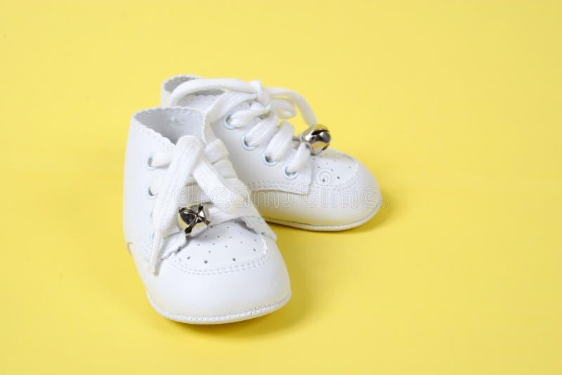童鞋一起染黄 免版税库存照片