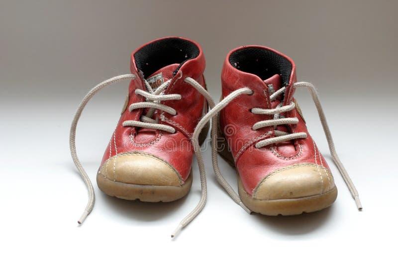 Download 童鞋 库存照片. 图片 包括有 鞋带, 查出, 子项, 男朋友, 祝贺, 结构, 鞋子, 婴孩, 英尺, 特写镜头 - 56702