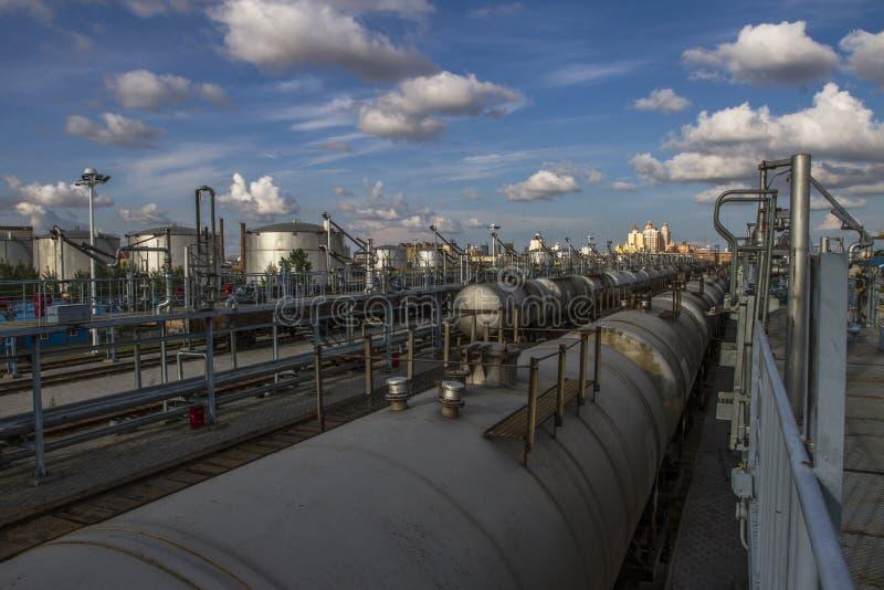 端口铁路运输装载和转存化工liqui 免版税库存图片