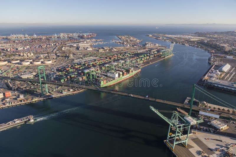 终端岛和洛杉矶港口鸟瞰图  免版税库存照片