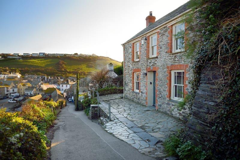 端起以撒,一个小和美丽如画的渔村北部康沃尔郡,英国,英国大西洋海岸的,著名作为ba 免版税库存照片