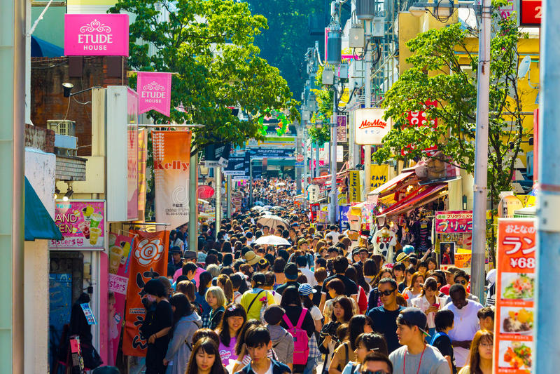 竹下街拥挤商店许多人民 免版税库存照片