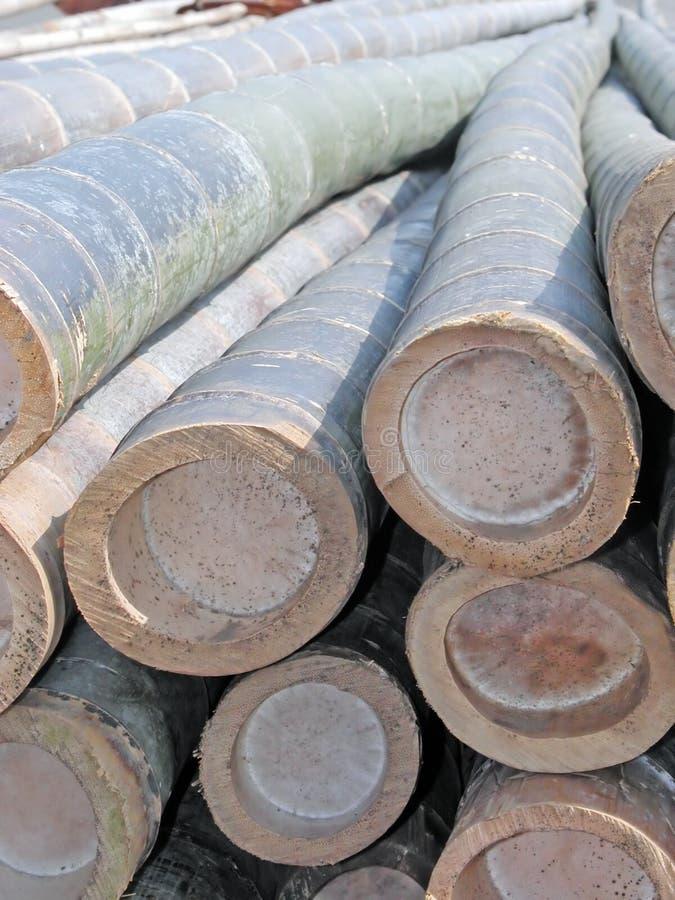 竹子接近的大梁 免版税图库摄影
