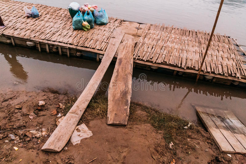 竹平台在琅勃拉邦的,老挝河 免版税库存图片
