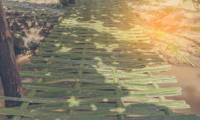 竹河上的桥 免版税库存图片