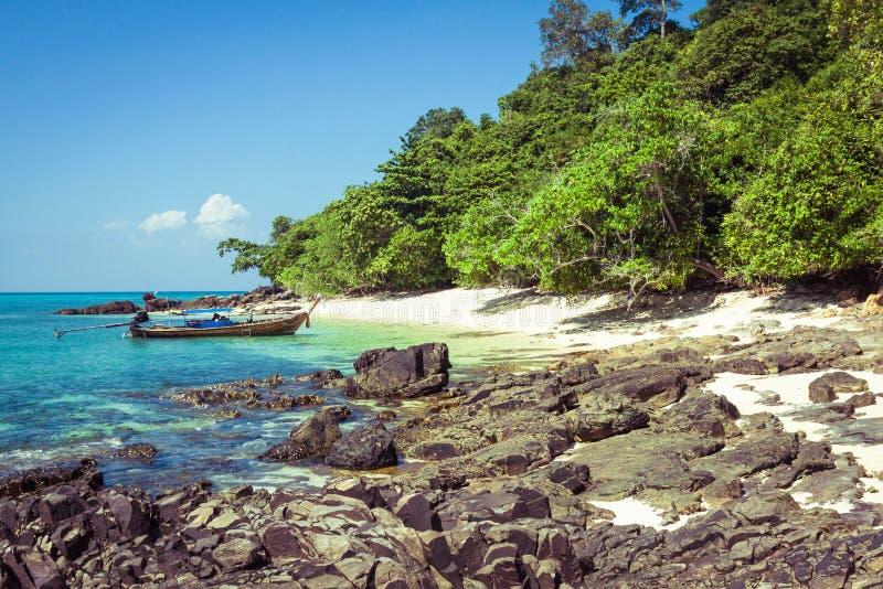 竹海岛是其他一个海岛在安达曼海在发埃酸碱度附近 库存照片