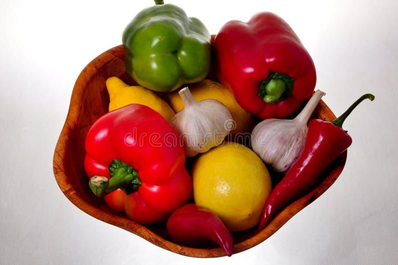 竹碗充分的蔬菜 库存照片