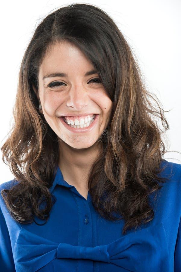 笑一美丽的年轻女人显示她完善的牙 免版税图库摄影