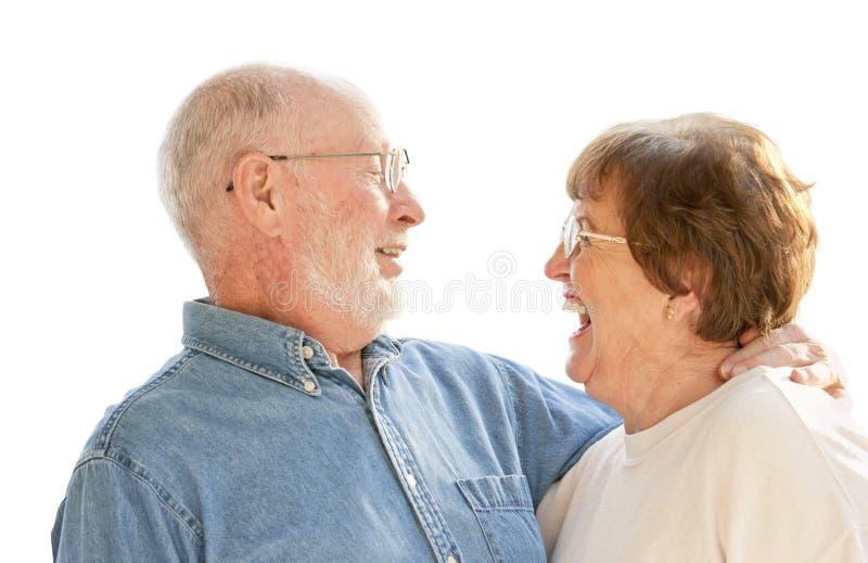 笑在白色的愉快的资深夫妇 免版税图库摄影