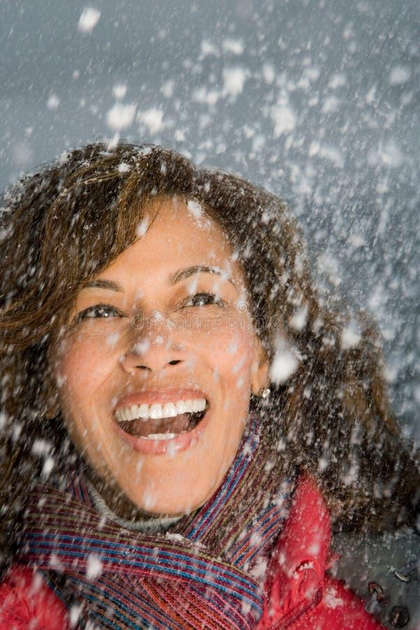 Download 笑在雪的妇女 库存照片. 图片 包括有 旅途, 加拿大, 幸福, 雇佣, 成熟, 森林, 人员, 女性, 开放 - 62534854