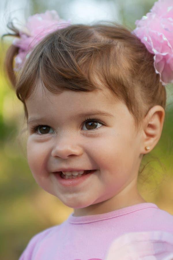 笑少许纵向的逗人喜爱的女孩 库存照片