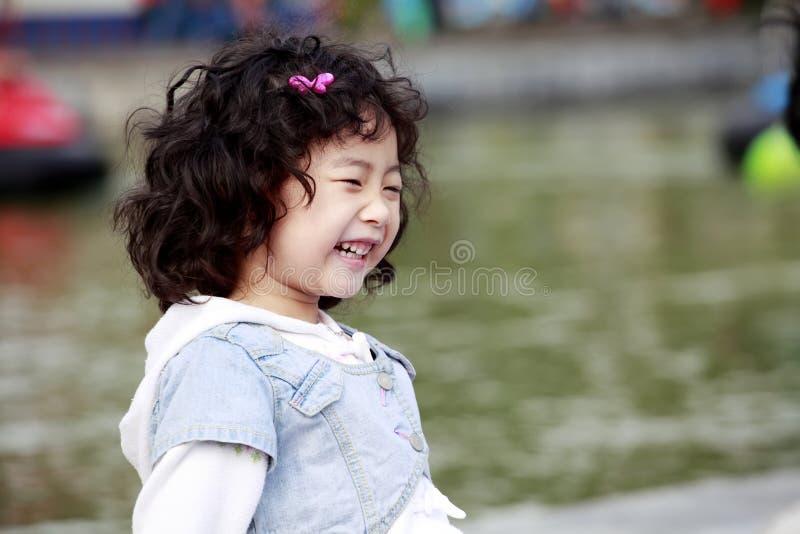 笑少许s的亚裔女孩 免版税库存图片