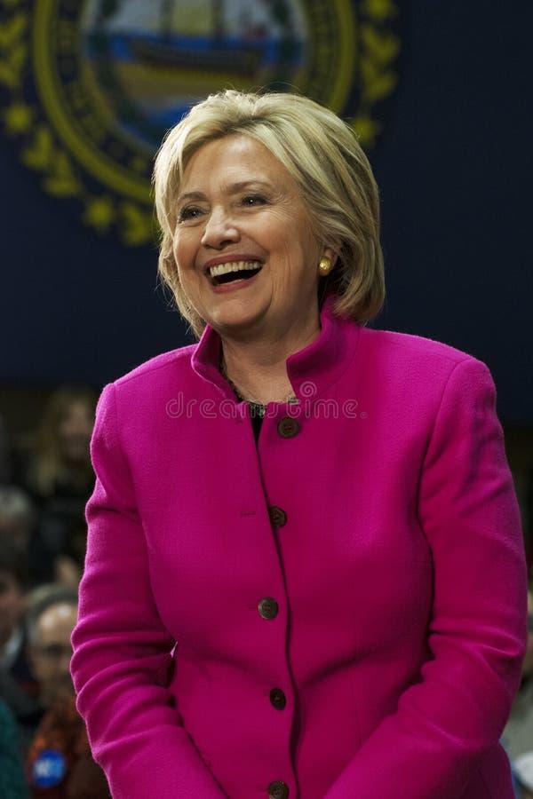 笑桃红色夹克的希拉里・克林顿 免版税图库摄影