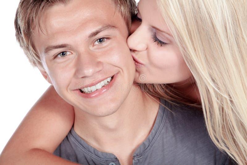 笑的夫妇亲吻和 免版税库存照片