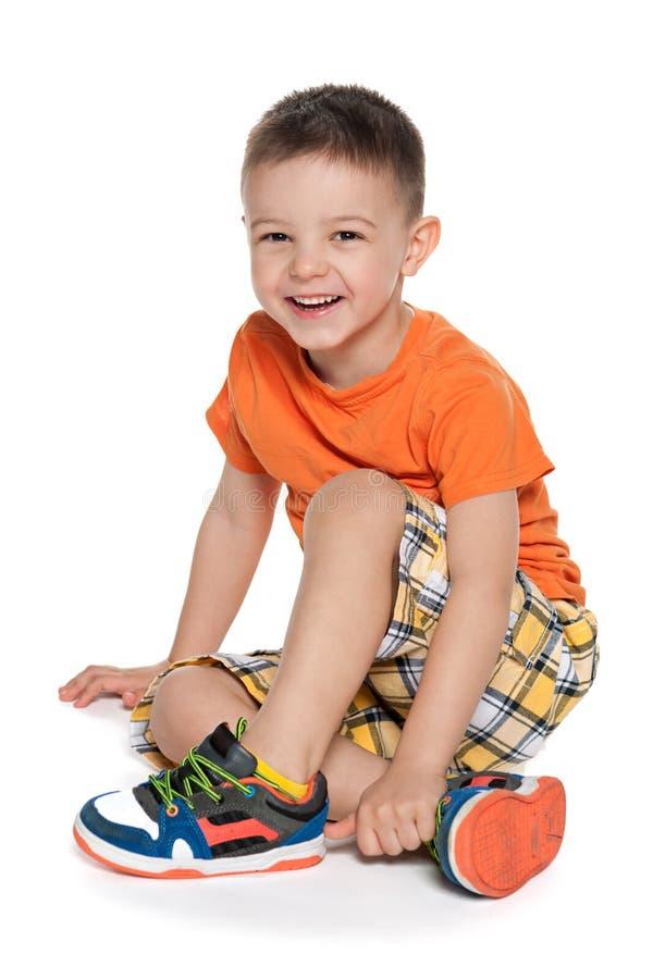 笑的学龄前男孩 免版税库存图片