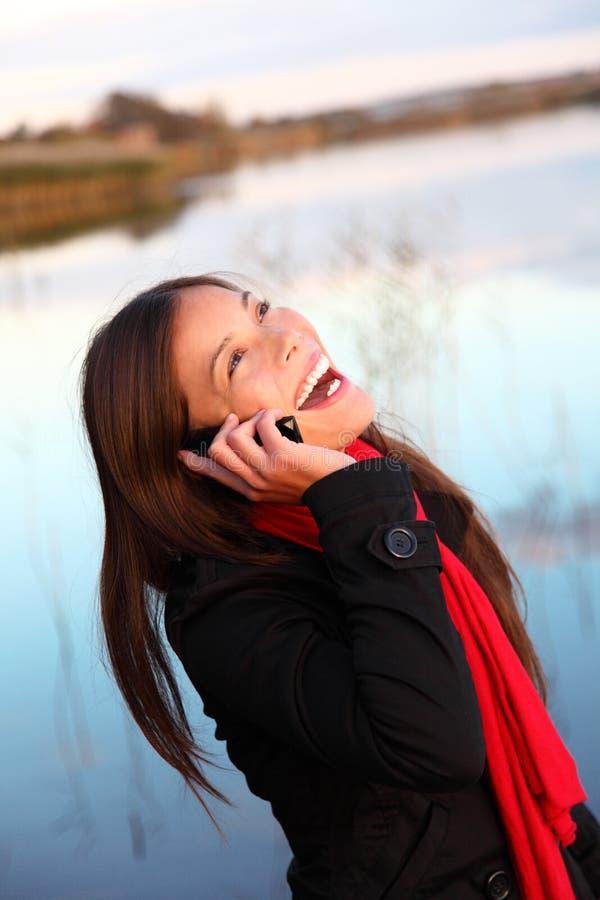 笑的电话妇女 免版税库存照片