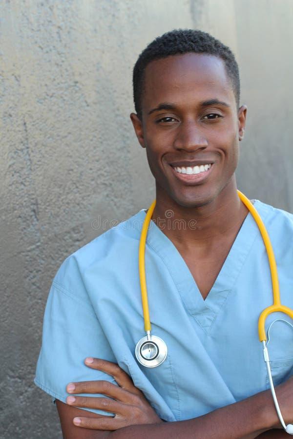 笑非洲的护士微笑和 免版税库存照片