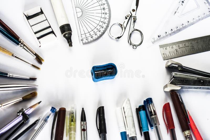 笔和回到学校的教育和固定式物质概念 免版税库存照片