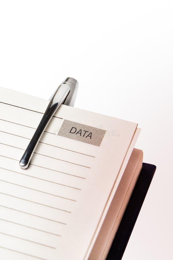 笔和笔记本在白色背景 免版税库存图片