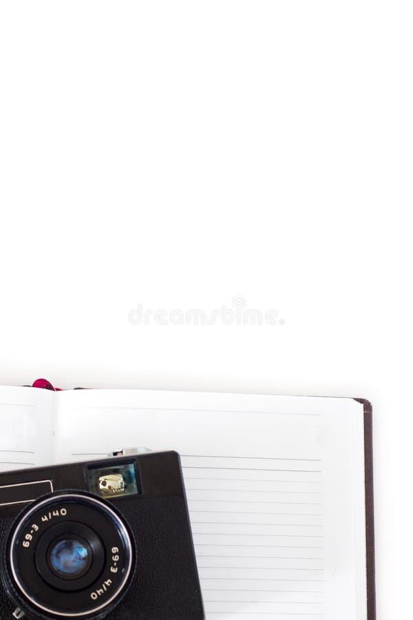 笔记本、书和照相机顶视图在白色背景计划的对旅行在假日-旅行概念或每 库存图片