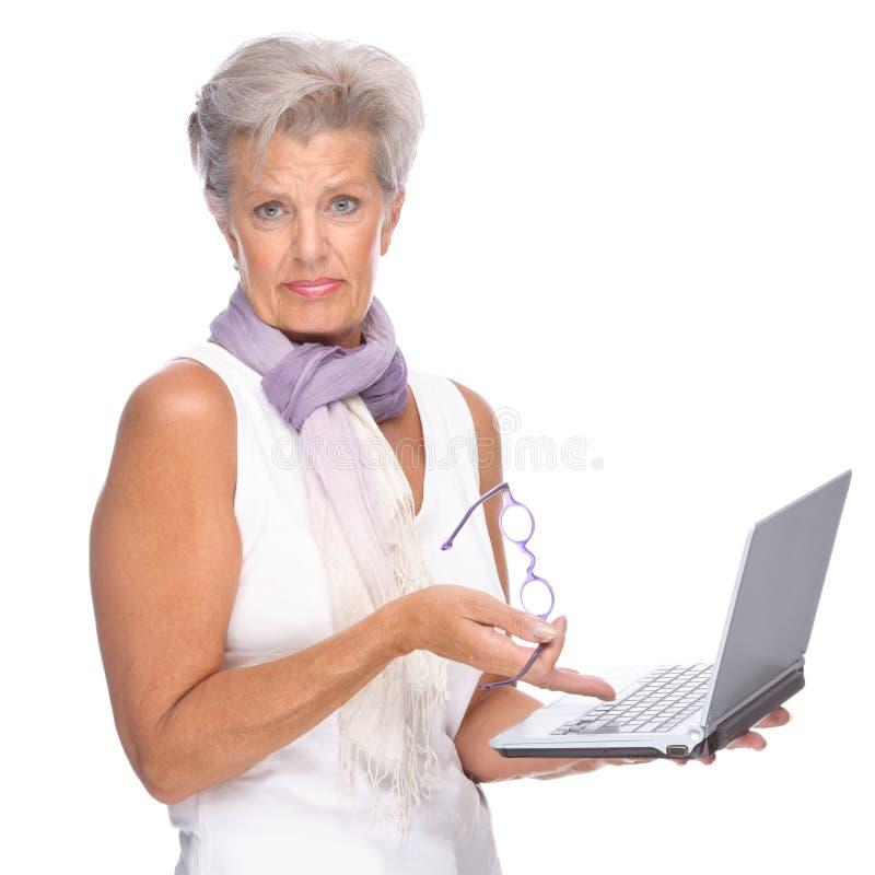 笔记本前辈妇女 免版税库存图片
