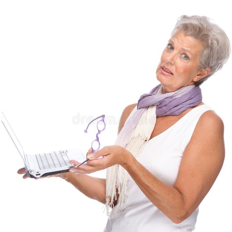 笔记本前辈妇女 免版税库存照片