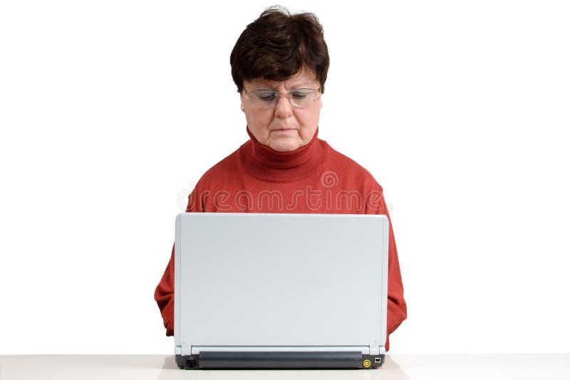 笔记本前辈妇女 免版税图库摄影