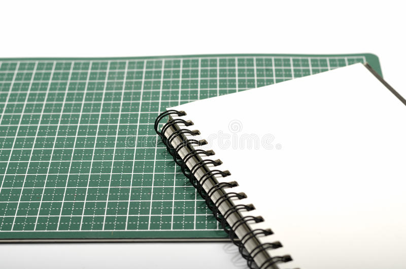 笔记本和切口席子 免版税库存图片