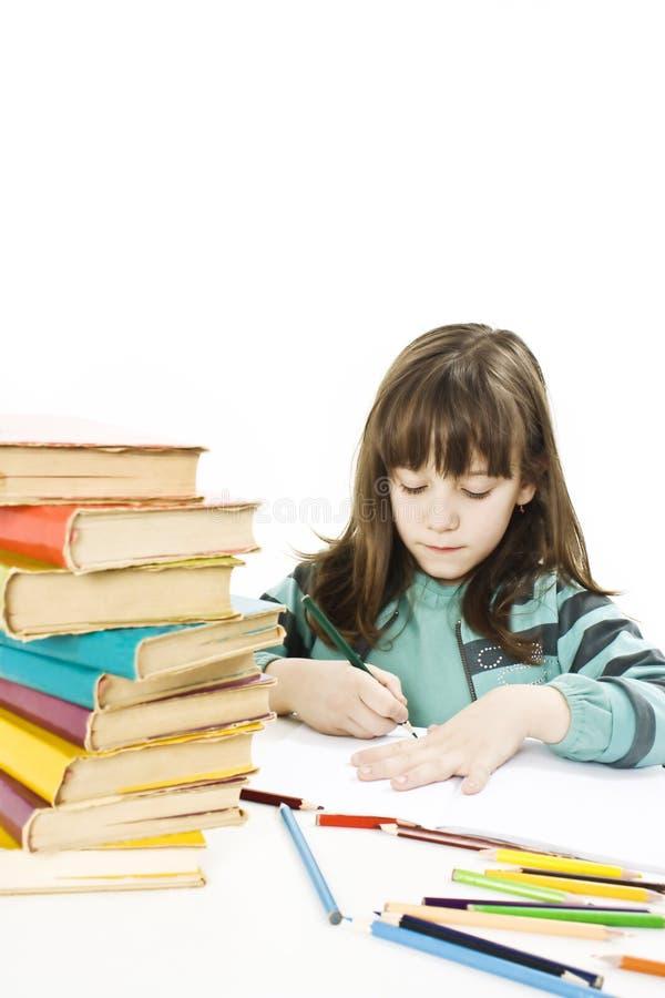 笔记本女小学生坐的文字 免版税库存照片