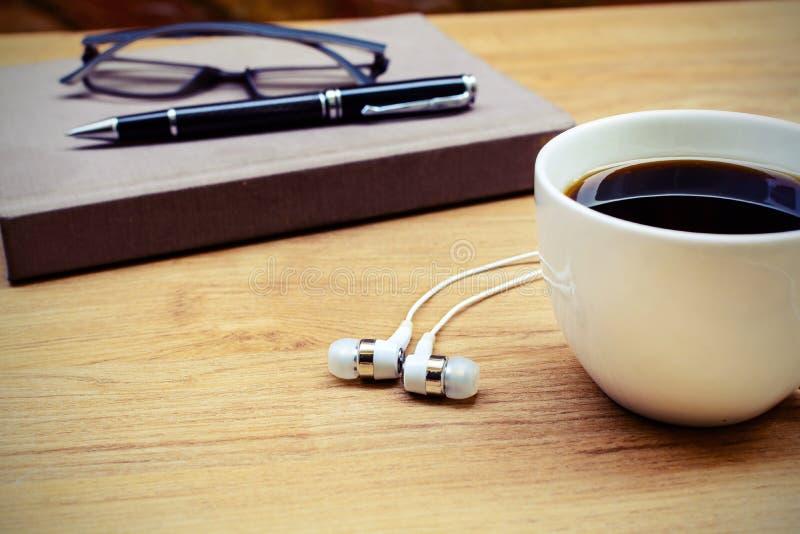 笔记本用咖啡 免版税库存照片