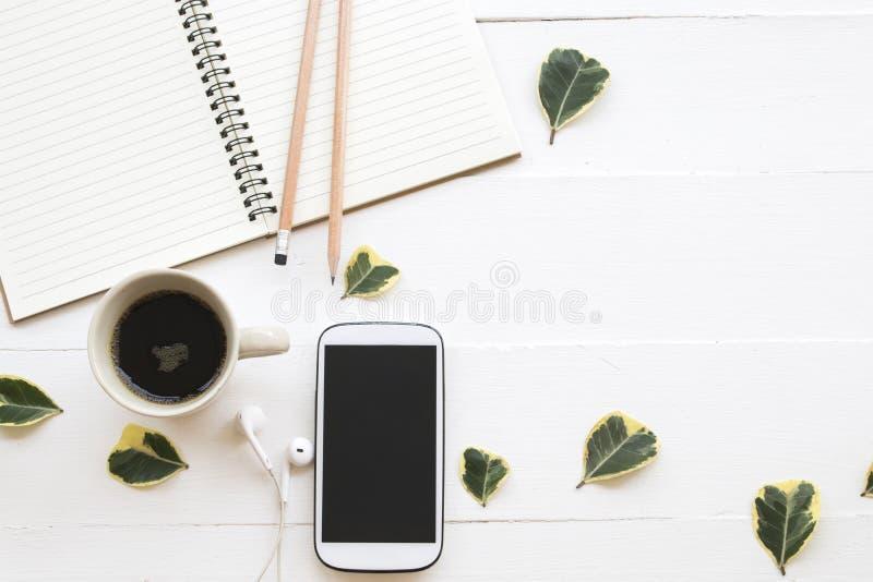 笔记本计划者,企业工作的手机 免版税库存图片
