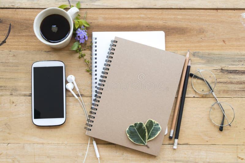 笔记本计划者,企业工作的手机 库存照片