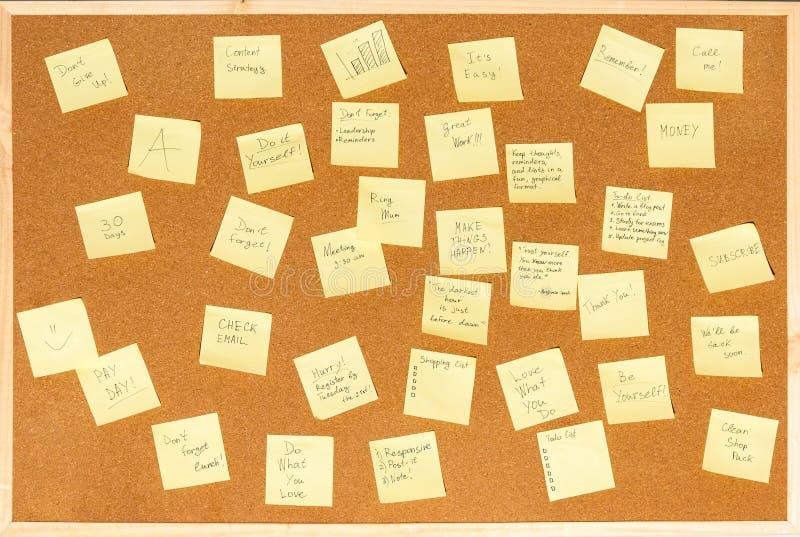 笔记的很多贴纸与在黄柏的文本上 免版税库存图片