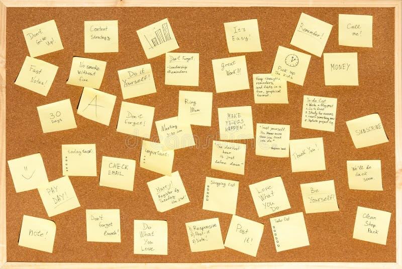 笔记的很多贴纸与在黄柏的文本上 免版税图库摄影