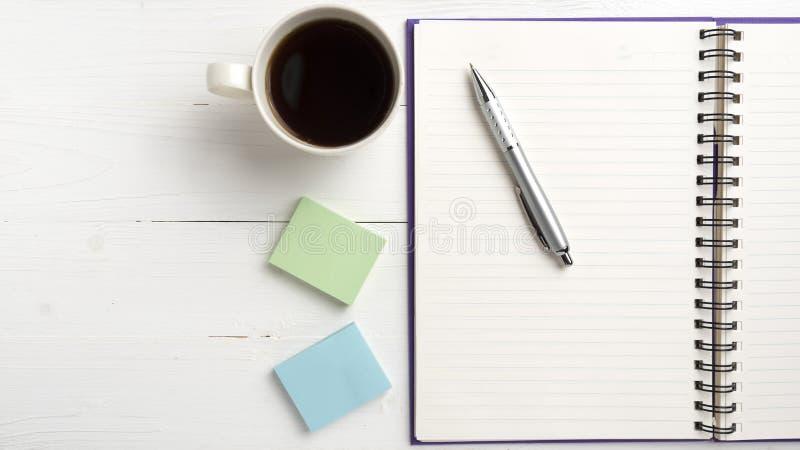 笔记薄和咖啡杯 图库摄影