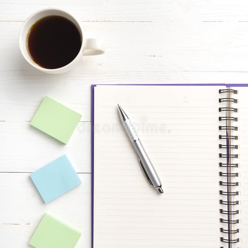 笔记薄和咖啡杯 免版税库存照片