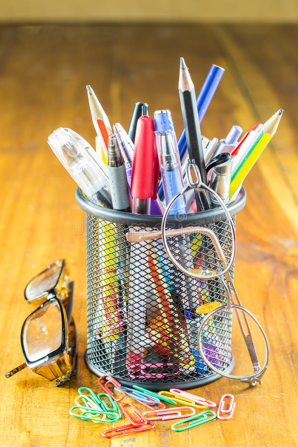 笔,铅笔 学童和学生研究辅助部件 免版税图库摄影