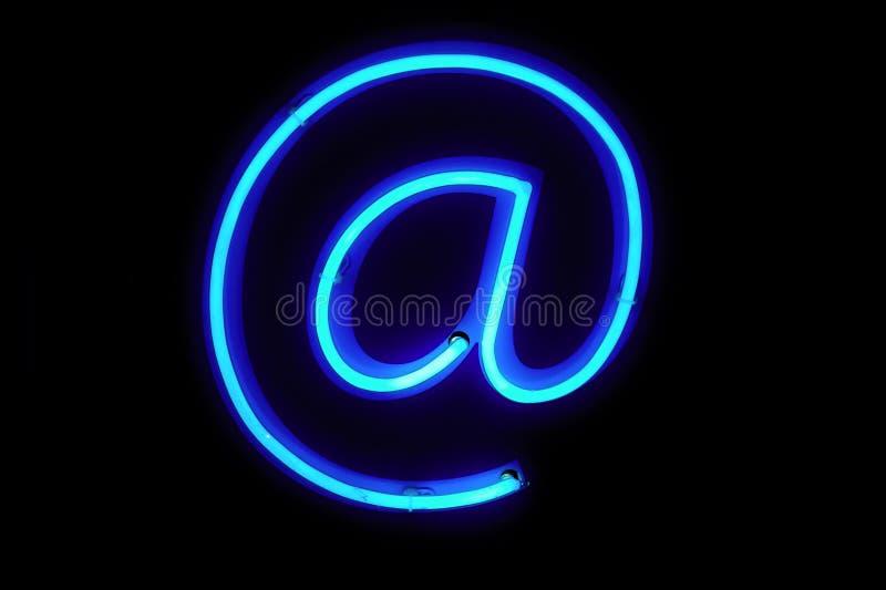 Download 符号 库存图片. 图片 包括有 颜色, 尺寸, 背包徒步旅行者, 蓝色, 技术, 邮件, 图标, 计算机, 外面 - 3674531