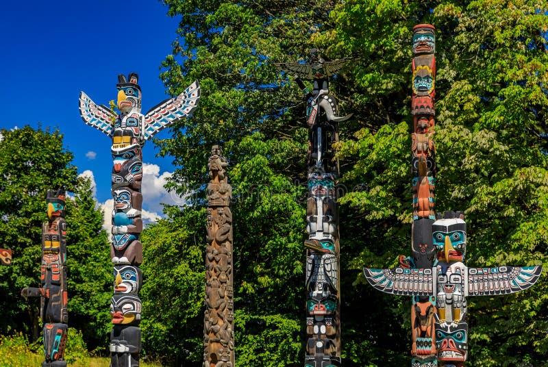第一个国家美洲印第安人图腾柱在史丹利公园在范 库存图片