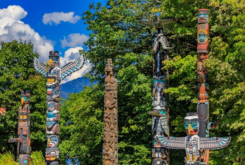 第一个国家美洲印第安人图腾柱在史丹利公园在范 库存照片