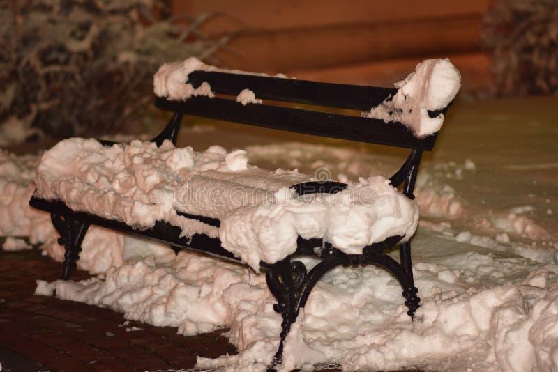 第一大雪在我的家 免版税库存照片
