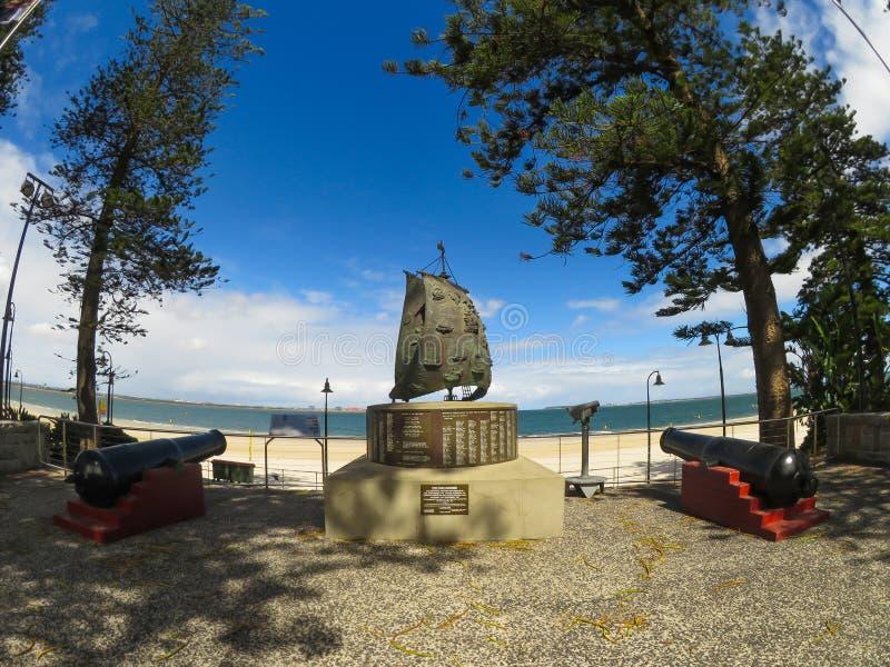 第一座舰队纪念碑或二百年纪念碑在1988年架设的,纪念第一个舰队的到来在植物学海湾的 库存照片