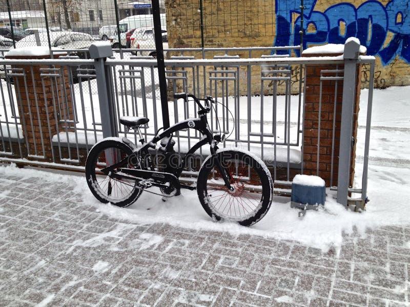第一辆雪自行车 库存图片