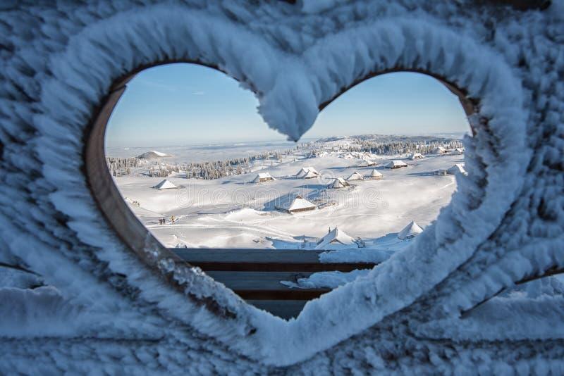 第一雪在Velika Planina,卡姆尼克,斯洛文尼亚 免版税图库摄影