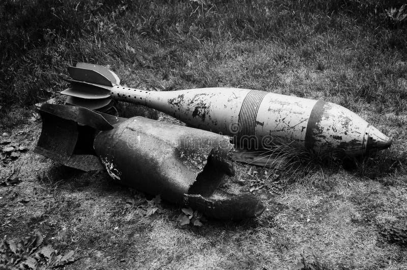第二次世界大战老分解的和装着炸药的导弹  库存照片