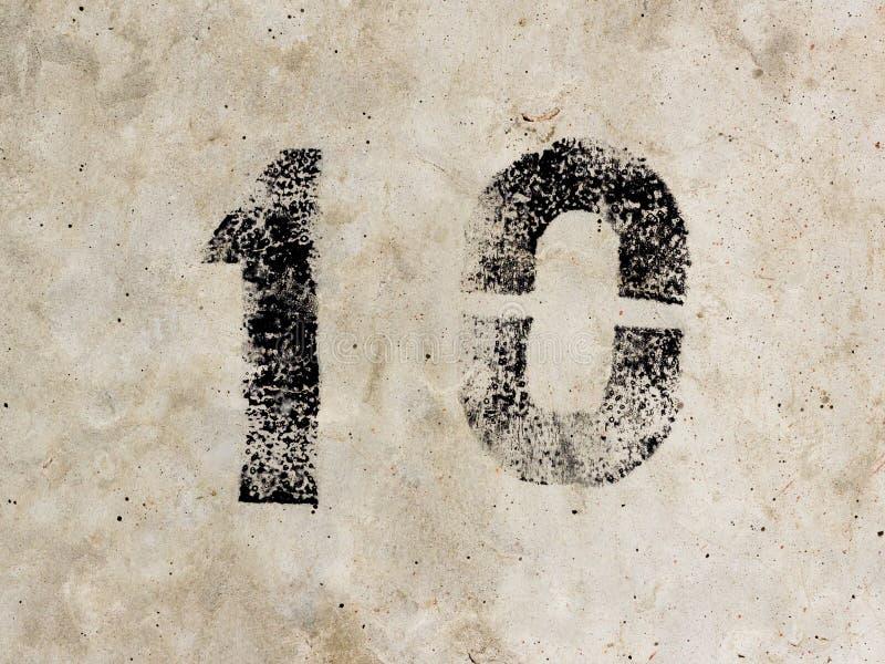 第十一零10 1 0在混凝土墙背景 免版税图库摄影