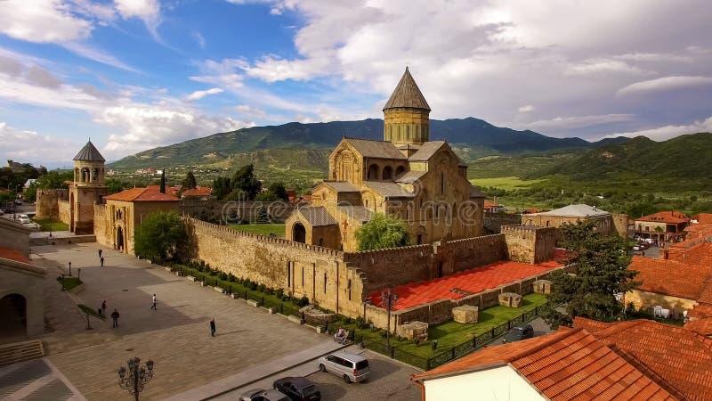 第比利斯北部的,旅游业Svetitskhoveli大教堂在乔治亚,观光 免版税图库摄影