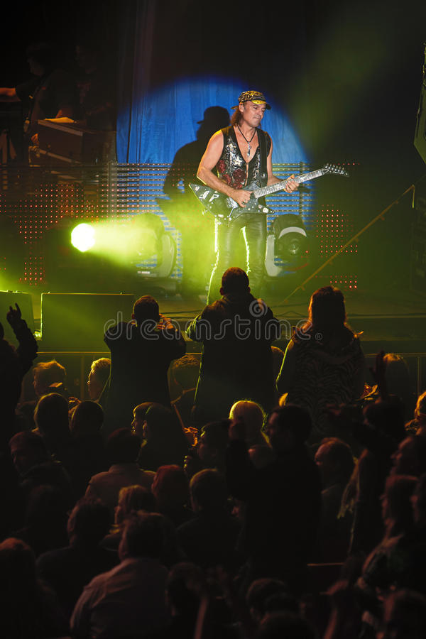 第聂伯罗彼得罗夫斯克,乌克兰2012年10月31日:从蝎子摇滚乐队的马赛厄斯刺戳 免版税图库摄影