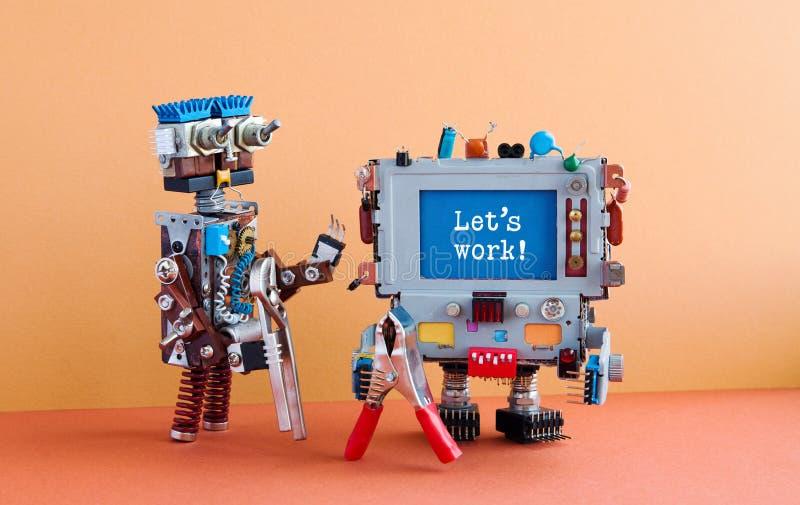 第4个工业革命机器人auomation概念 两个杂物工机器人字符,棕色墙壁红色地板背景 免版税库存图片