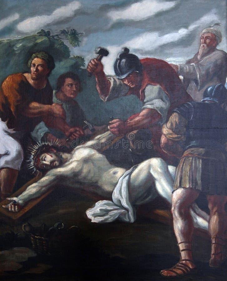 第11个苦路,在十字架上钉死:耶稣被钉牢对十字架 免版税库存照片